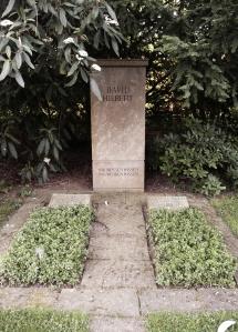 Hilbert's grave with the simple words: Wir müssen wissen. Wir werden wissen.